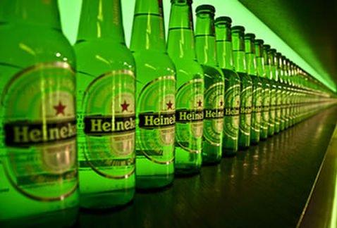 Con una solución novedosa, Heineken evita tirar por el desagüe millones de litros de cerveza que no pudo consumirse por la pandemia