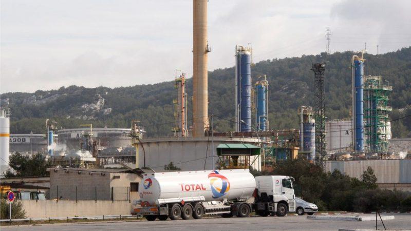 Total abandona el petróleo en otra refinería y la reconvierte para producir biocombustibles y bioplásticos