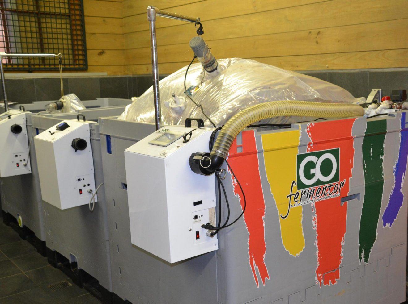 Tecnología avanzada de vinificación ahorra mano de obra y agua