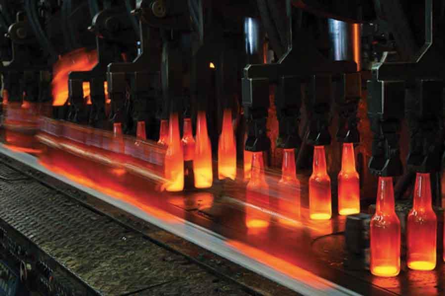 Utilizando biocombustibles como fuente de energía logran producir la primera botella de vidrio neutra en carbono