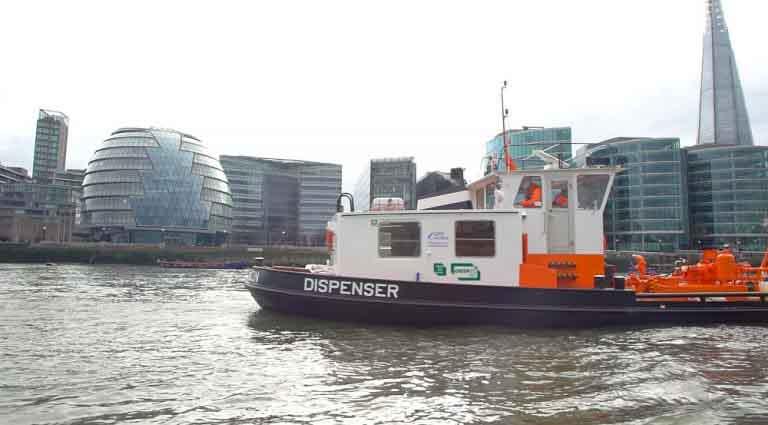 Instalan sobre el Támesis un buque dispensador de biocombustible para reducir la contaminación de Londres