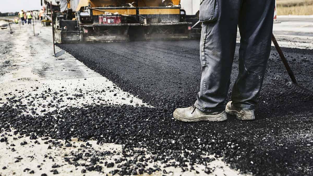 Hito en la construcción sostenible: empresa india desarrolla tecnología para producir carreteras con biomasa