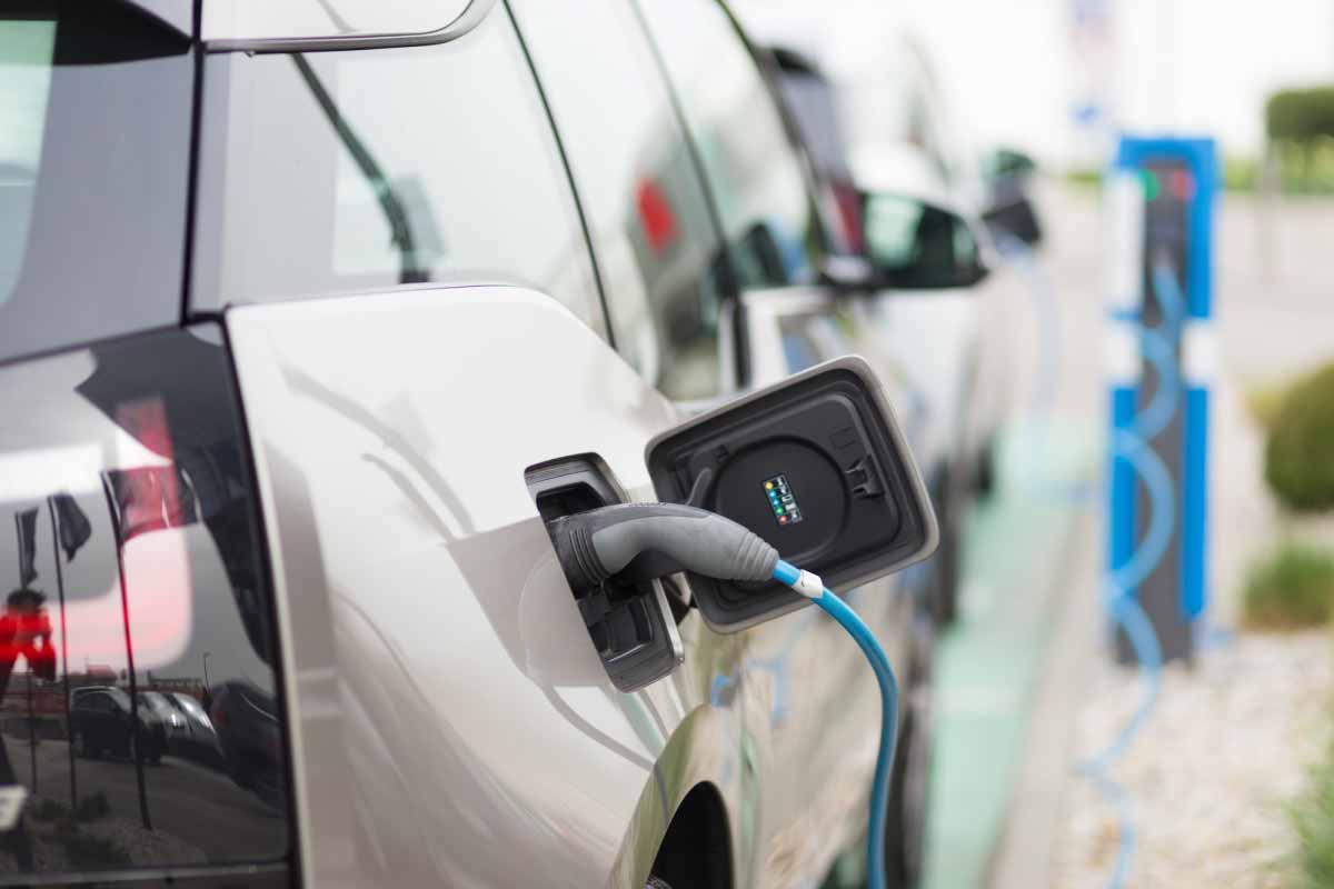 Etanol: la llave para hacer que las baterías de los autos eléctricos almacenen más energía y sean más verdes